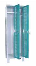 99552206 Szafka ubraniowa perforowana na nóżkach, zamek na kłódkę, 2 drzwi (wymiary: 1940x600x490 mm)
