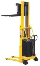 DOSTAWA GRATIS! 00546106 Wózek podnośnikowy półelektryczny (udźwig: 1000 kg, min./max. wysokość wideł: 85/2500 mm)