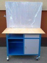 DOSTAWA GRATIS! 77156975 Stół mobilny na kółkach z tablicą narzędziową, 1 półka i szafka (wymiary: 1200x600x900 mm)