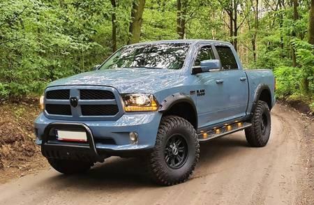 Stopnie boczne, czarne - Dodge Ram 2009-2018 (długość: 220 cm) 03077989
